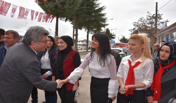 Her yıl binden fazla kadının öldüğü, maalesef bir kavram haline gelen kadın cinayetlerine çözün olarak MHP Milletvekili Prof Dr. Sefer AYCAN on soruda şu çözümleri öneriyor. Aycan: Erkekler saldırgan yetiştiriliyor, Sosyal devlet kadına sahip çıkmalıdır.