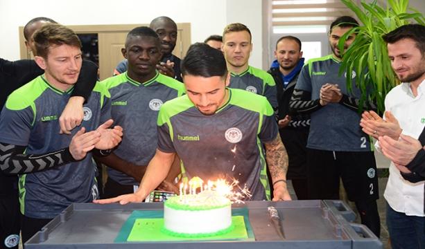 Konyaspor ekibi Musa Araz'ın doğum günü kutlandı