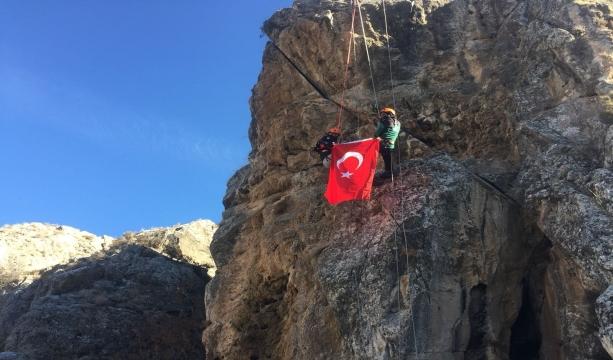 """Karatay belediyesi arama kurtarma dağcılık timi """"ZEYTİN DALINA"""" destek için tırmandı"""