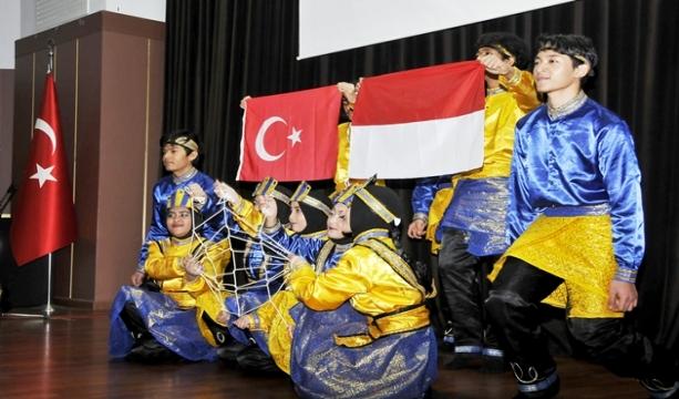 Endonezyalı Öğrenciler Selçuk'ta Buluştu